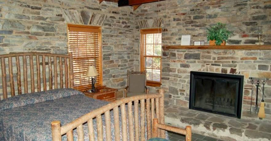 Cheaha Bluffside Cabin Inside